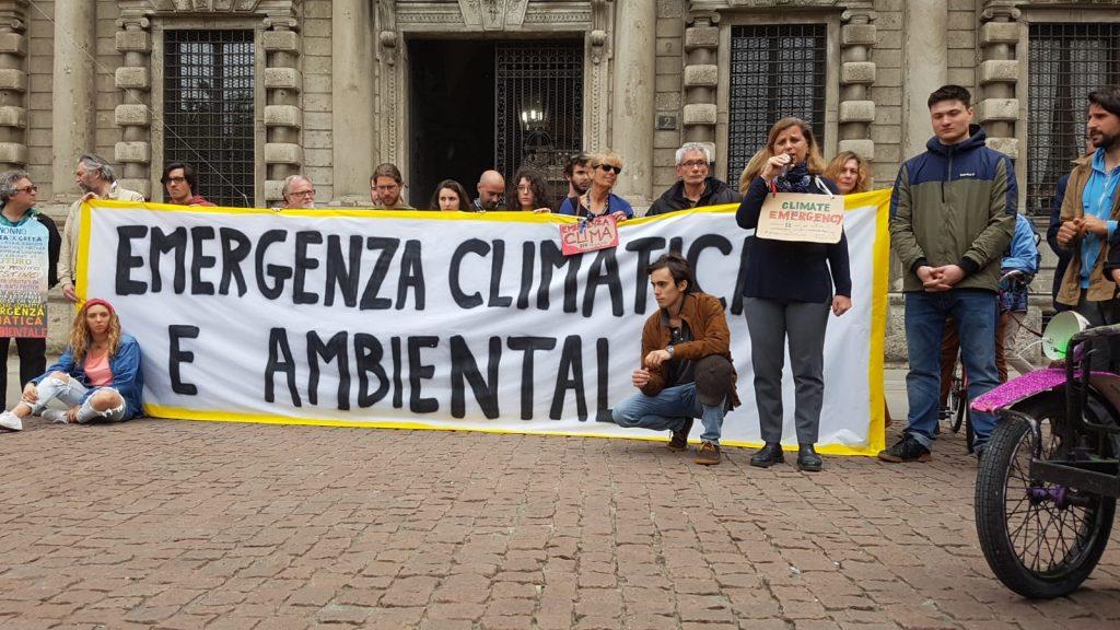 Il Comune di Milano ha approvato la dichiarazione di emergenza climatica e ambientale